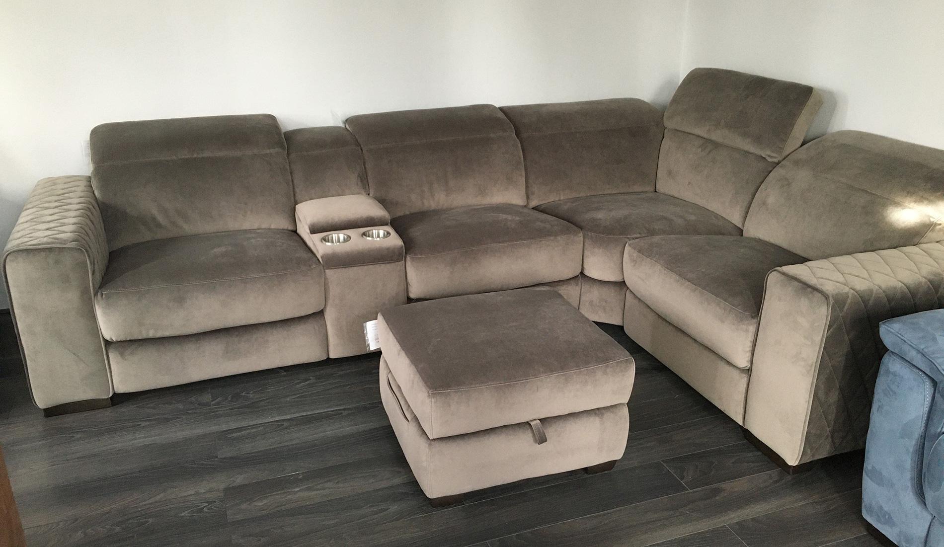 Frontrow™ Classic Corner Suite