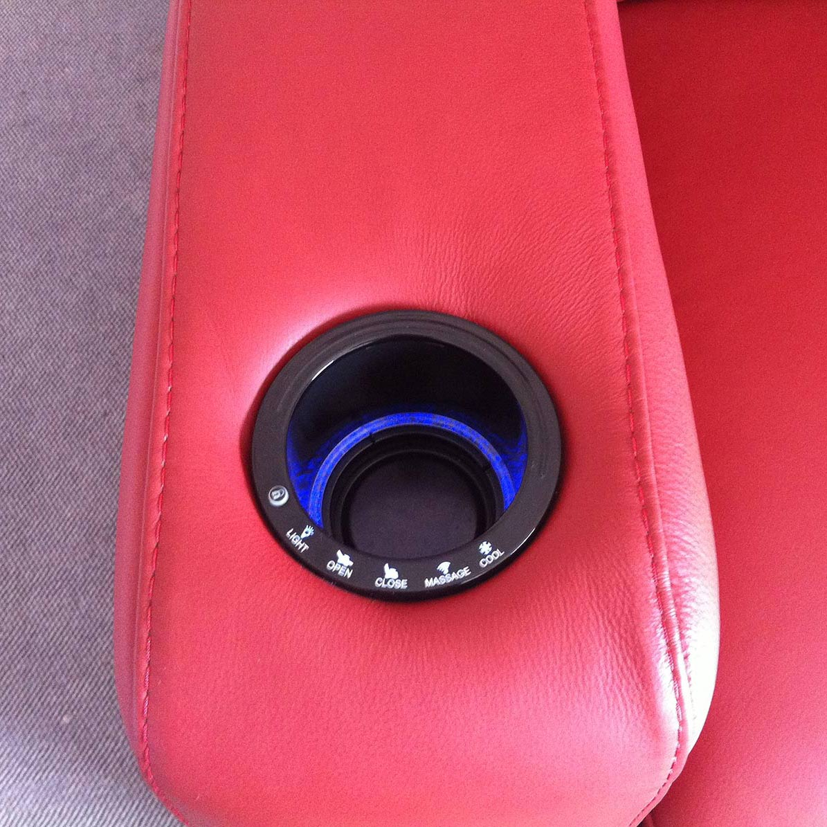 Integrated cupholder with chiller